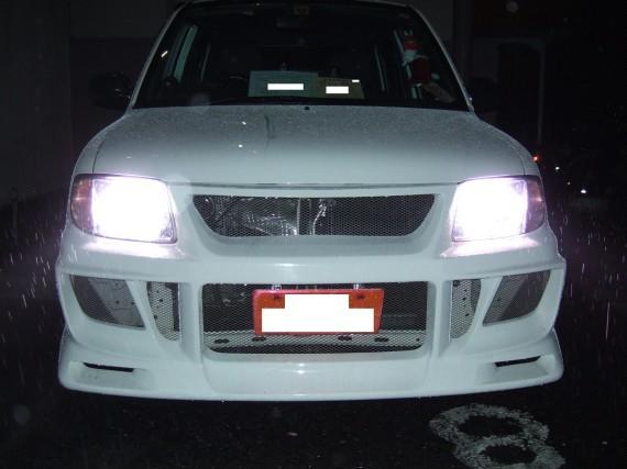 ヘッドライト交換後 (PIAA HIDシステム 6200K コバルト H4切替 HH101)