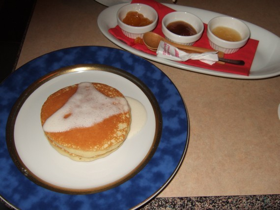 大豆のパンケーキ コンフィチュール添え