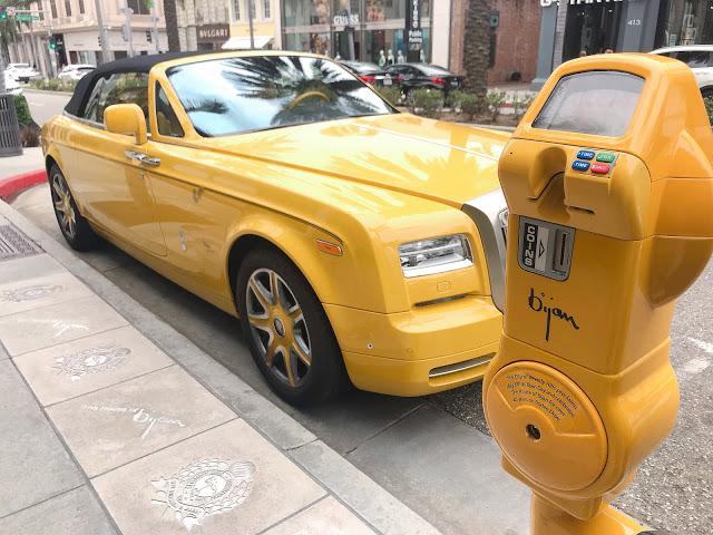 パーキングメーターも黄色!