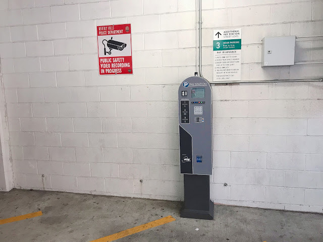 駐車料金を支払う機械