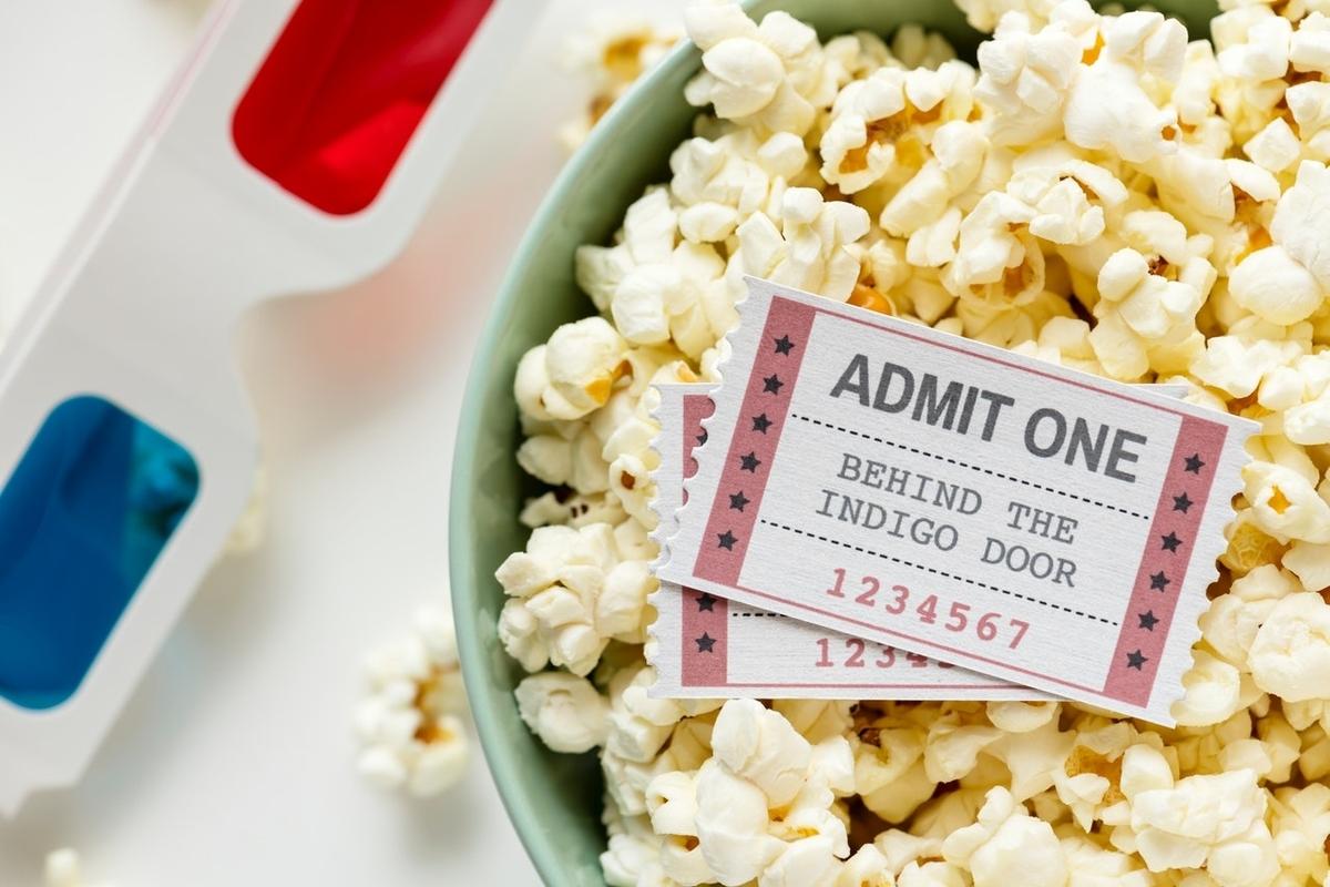 映画のチケット、ポップコーン、3Dメガネ