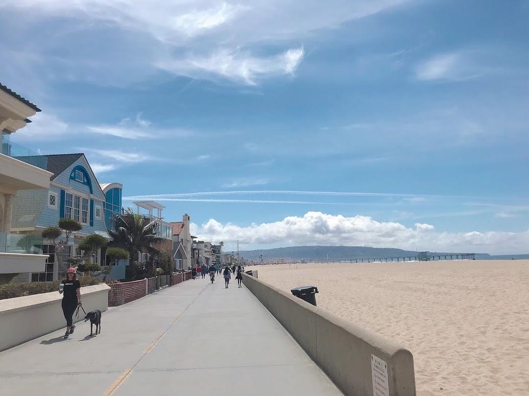 ハモサビーチ沿いの道