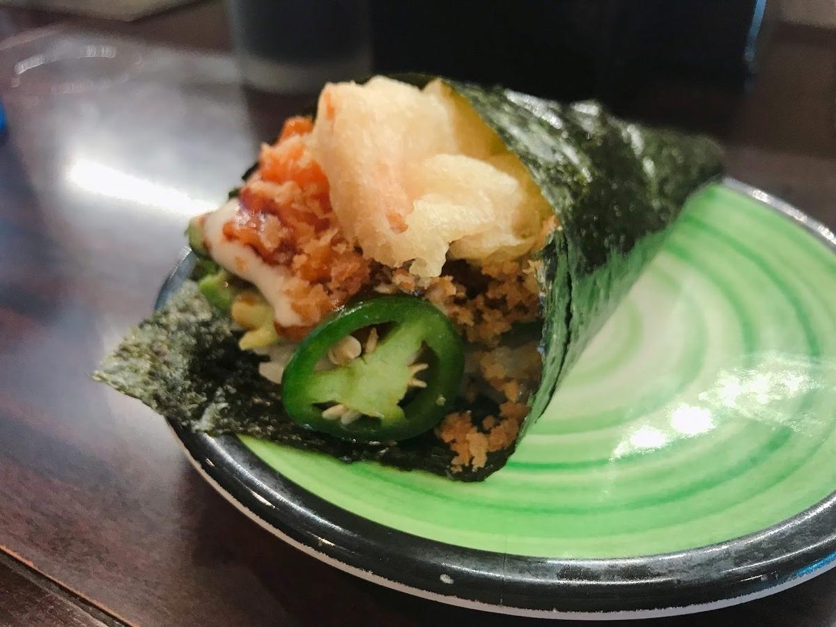スパイシーサーモンクランチーハンドロール(Spicy Salmon Crunchy Hand Roll)