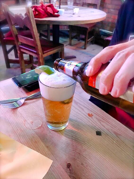 夫はビール。私は風邪気味だったので水で我慢・・・