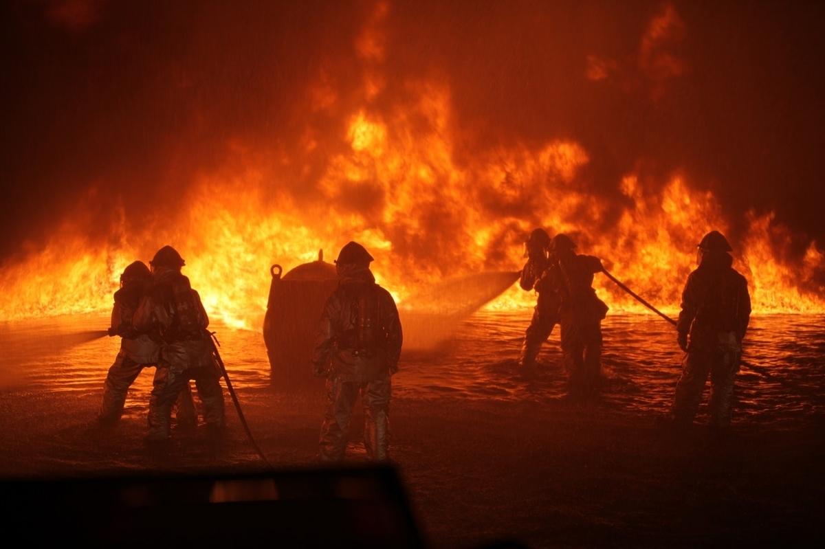 山火事と消防士たち