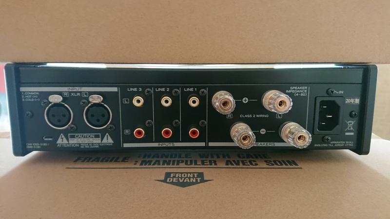 ティアックのプリメインアンプAX-505の背面画像