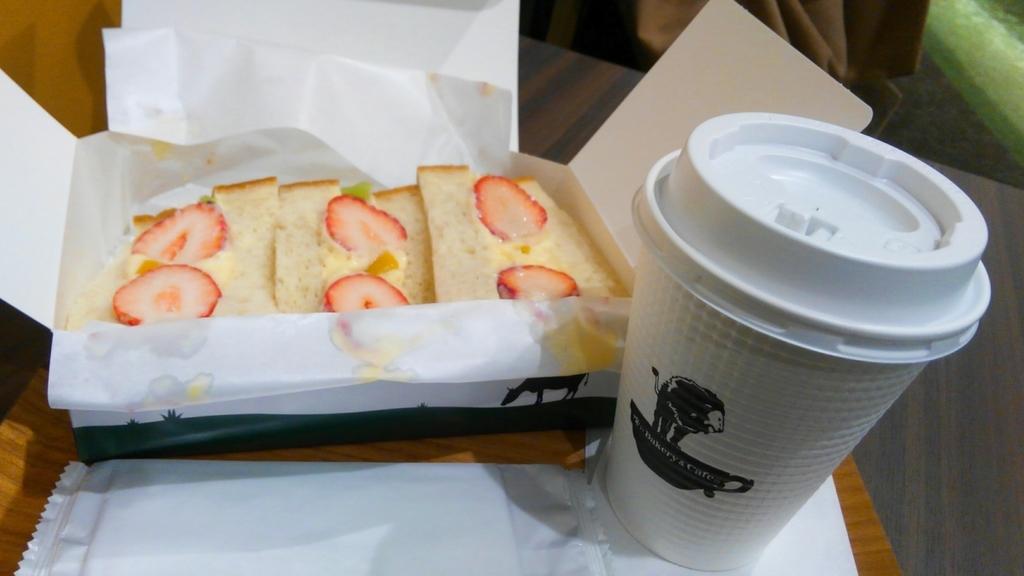 俺のBakery&Cafeフルーツサンド