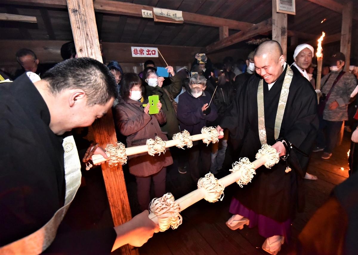 講堂の中廊下で行なわれる香水(こうずい) 天念寺の修正鬼会
