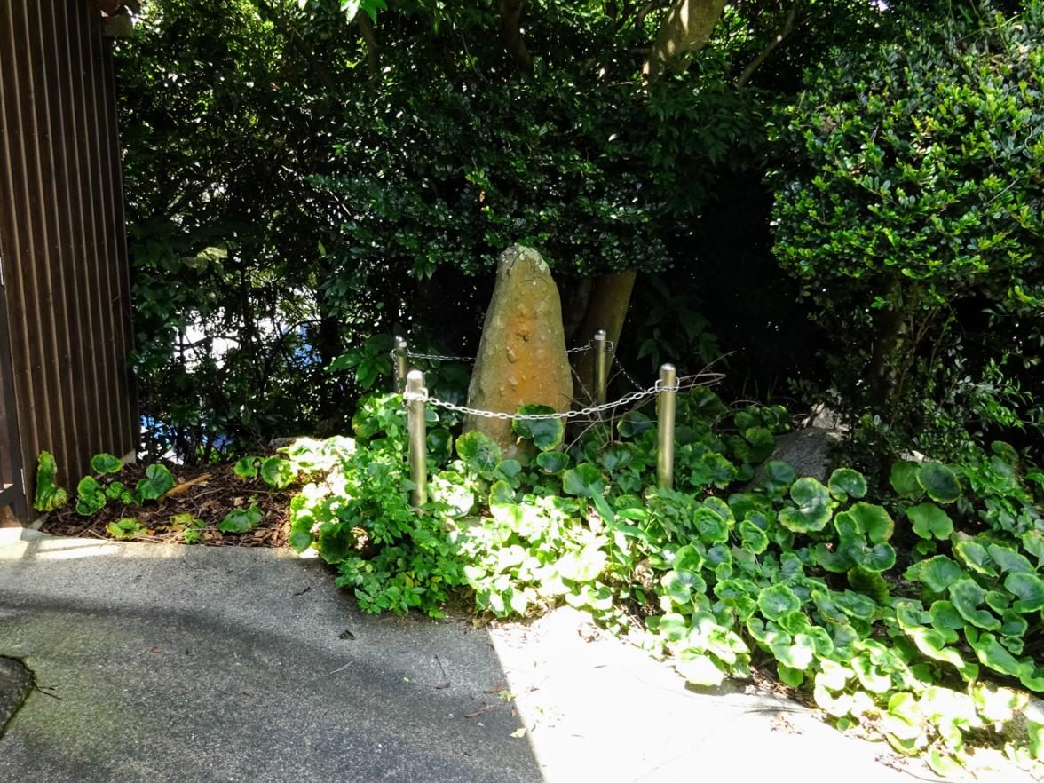 鳥野神社境内にある庚申塔