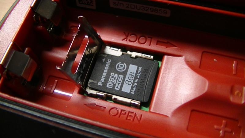 microSDカードは置くだけ