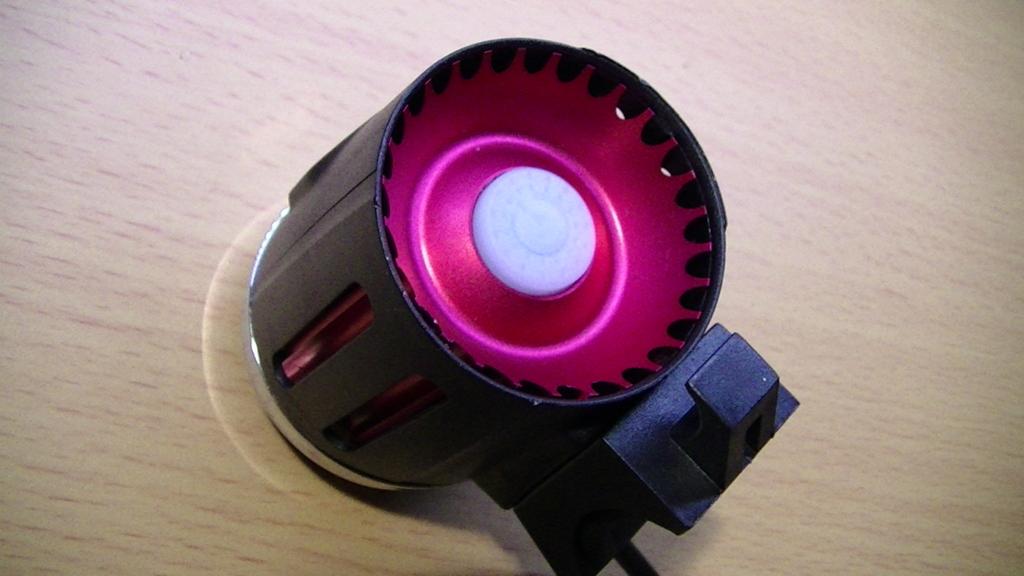 電気供給で光るボタン