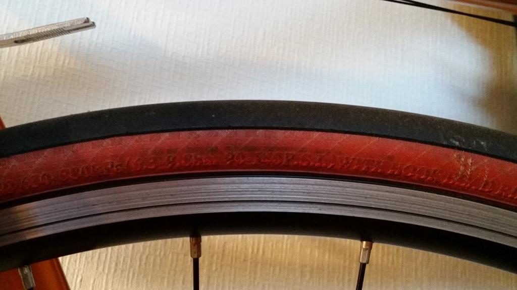 タイヤの気圧指定表記