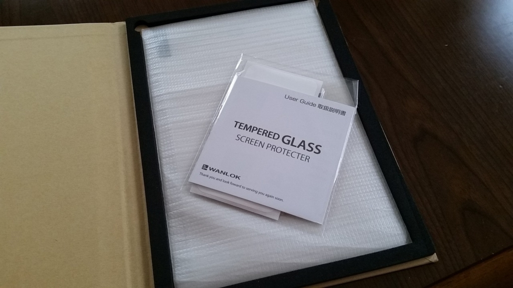 WANLOK製「強化ガラス保護フィルム」 パッケージ