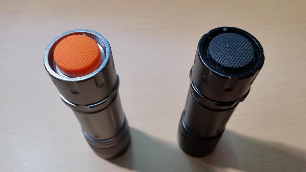 「閃355」は黒色のボタン「閃325」はオレンジのボタン