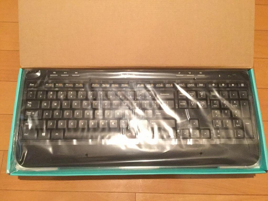 ビニールに包まれたキーボード