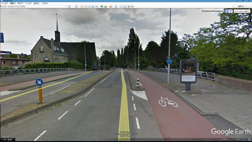 自転車と車の間には壁がある
