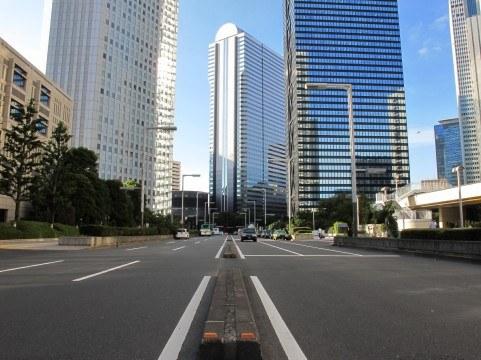 都心の道路は狭い