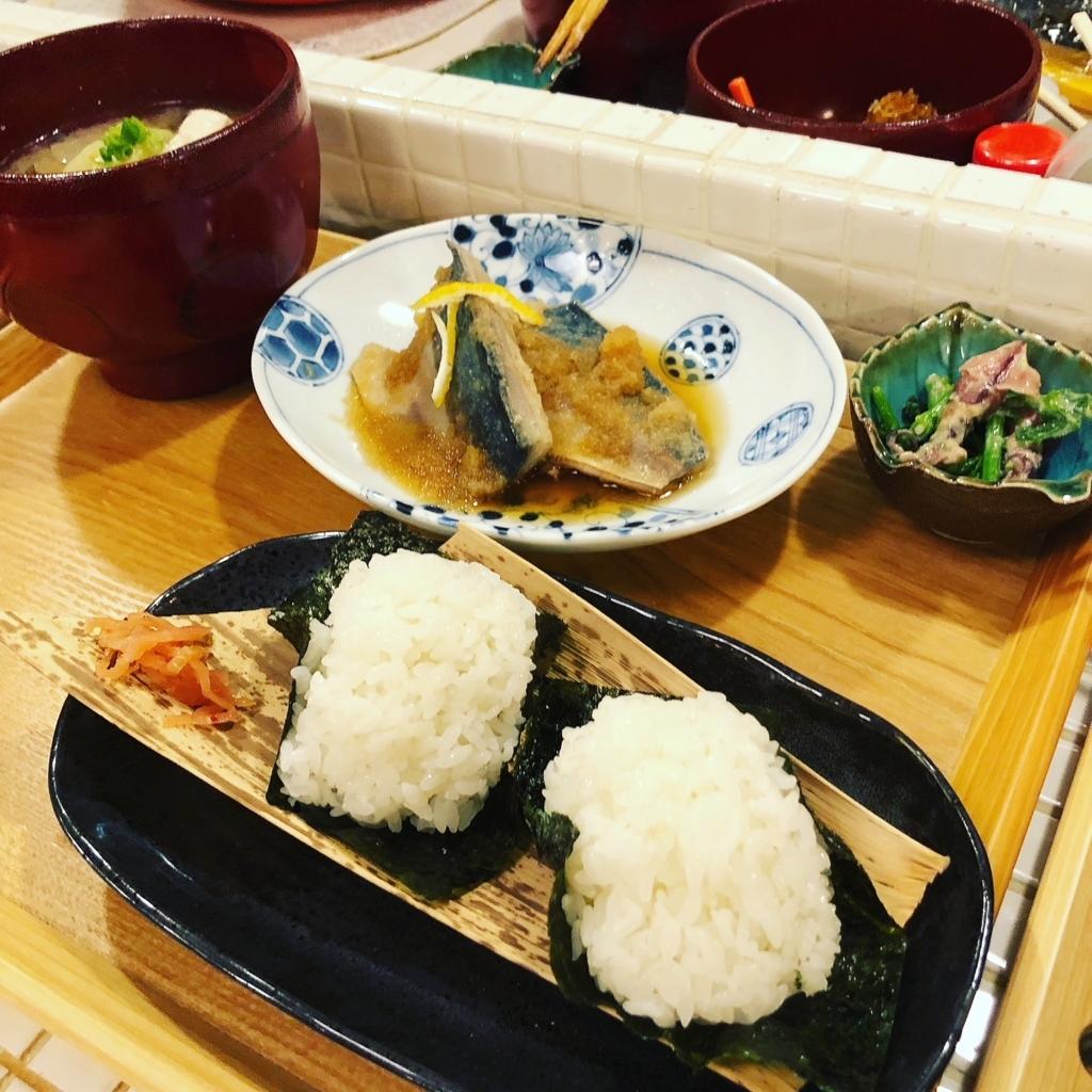 fuji おにぎり cafe 梅田 芝田町 定食 具だくさん味噌汁
