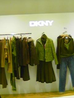 DKNYのショップにて。このジャケット、ゲットしますた