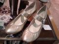 横浜で見つけた、「お姫様」イメージの靴。即お買い上げです♪