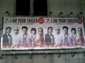 船橋駅で サザンのポスター