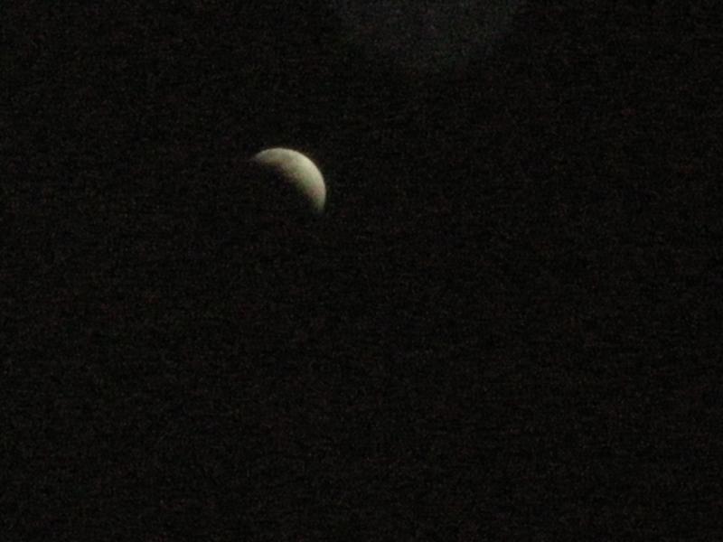 マンションで撮った月食。寒い