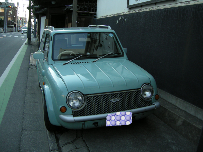川越の町で見た、レトロな車