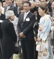 園遊会で陛下に御目もじする佐々木監督と澤穂希様。