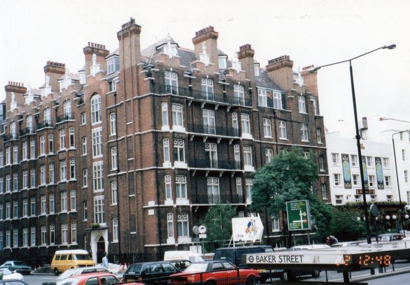 ロンドン ベイカーストリート駅前 ホームズはいないと思う、うん