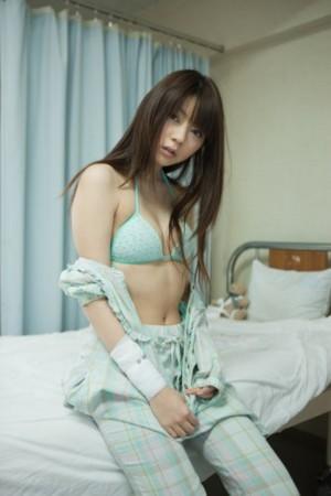 病室での芳賀優里亜さん