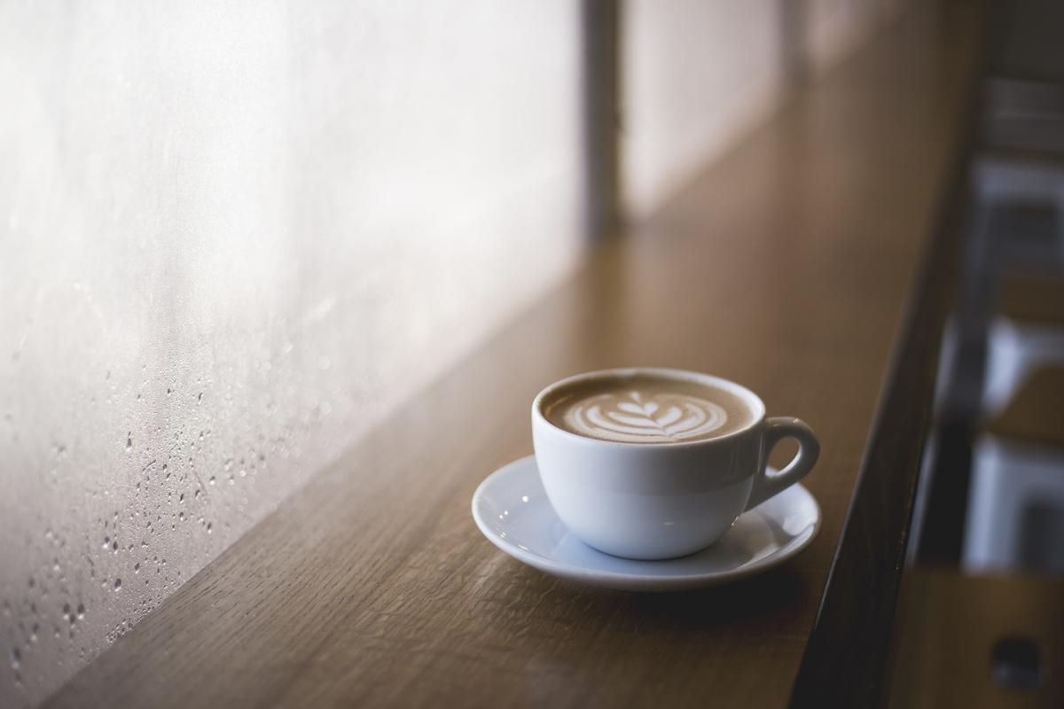 通勤ラッシュを避ける。コーヒーが安いカフェで朝勉強をしてみると幸福度が上がります