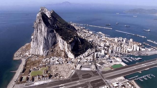 ジブラルタル空港の岩山