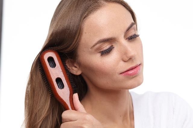 髪を伸ばすために眠る方法