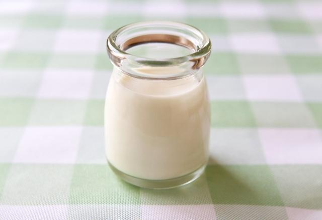 小さい瓶に入った牛乳