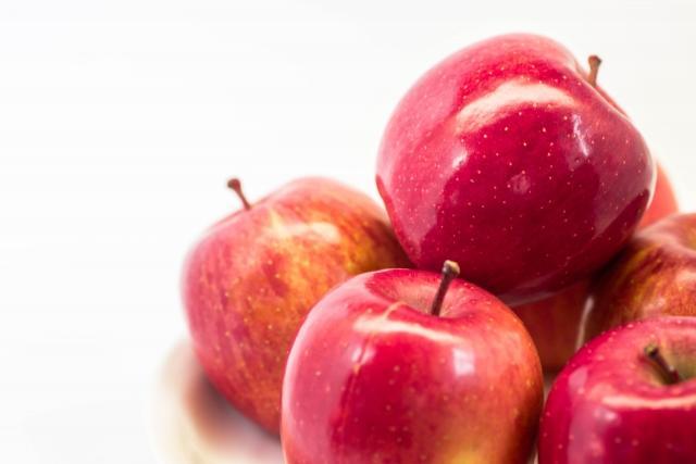 積まれたりんご