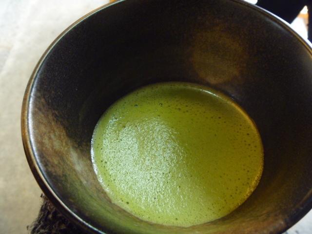 湯呑みに入った抹茶