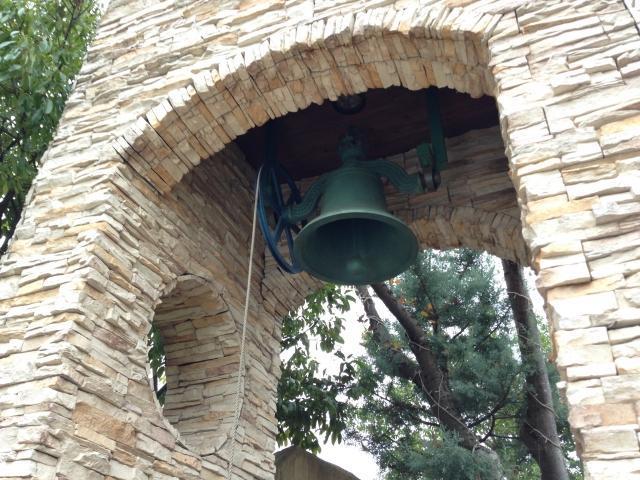 結婚式場の鐘
