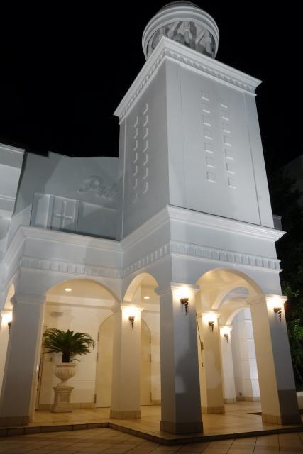 ホワイトカラーの結婚式場