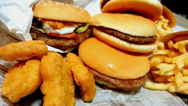 ハンバーガーとポテトとナゲット