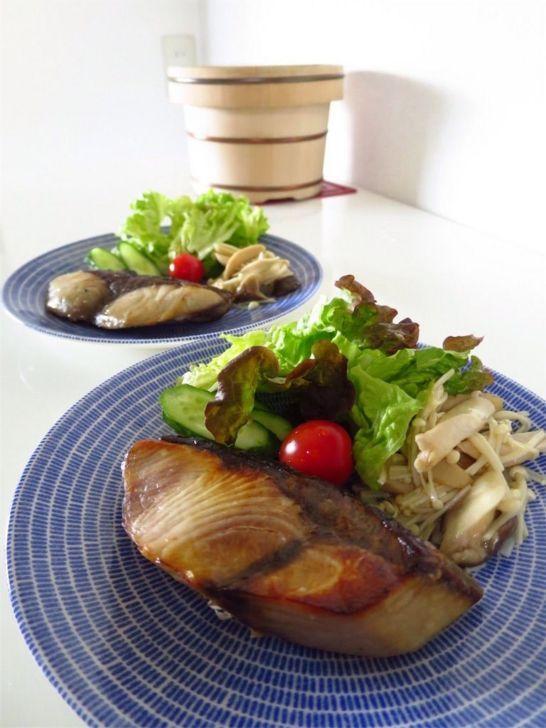 Avecブルーに焼き魚。和食にぴったり。