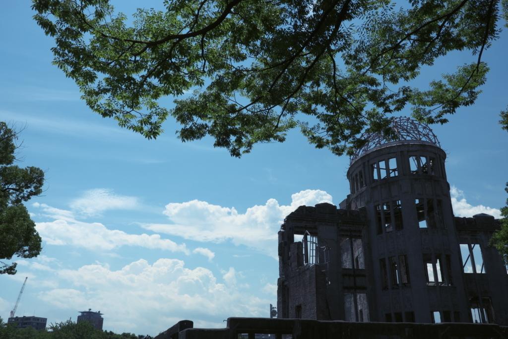 広島の広島平和記念公園にある原爆ドームと夏の空