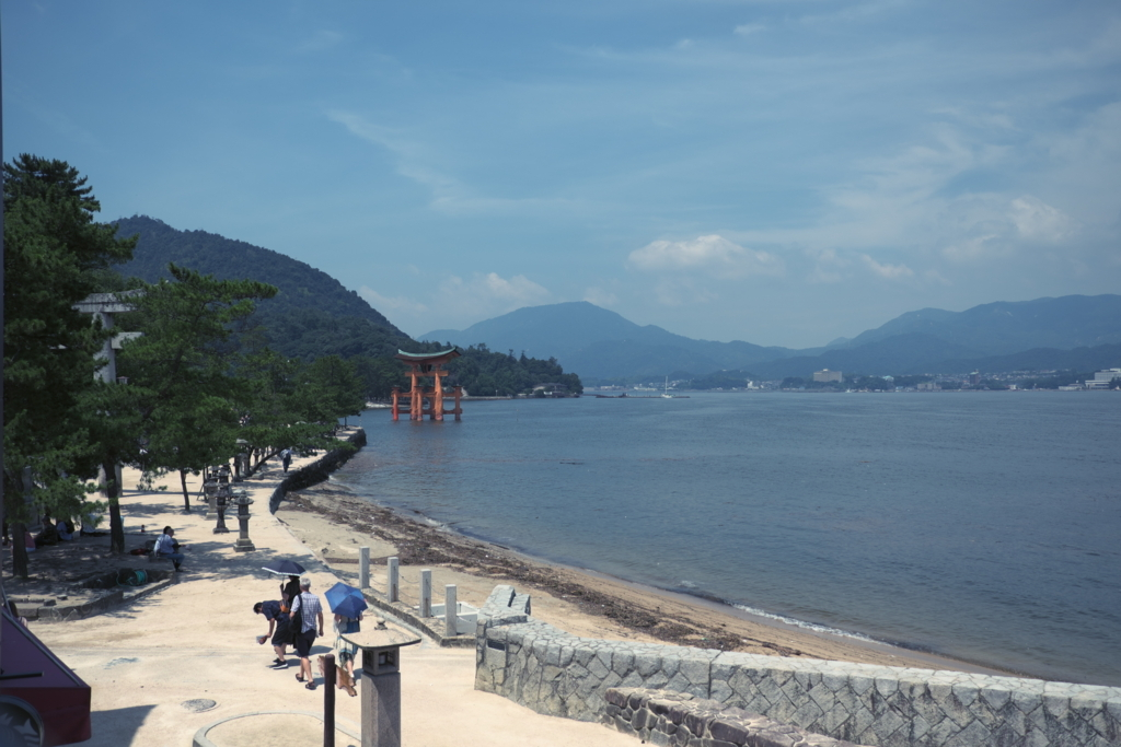 スターバックス コーヒー 厳島表参道店から見た厳島神社