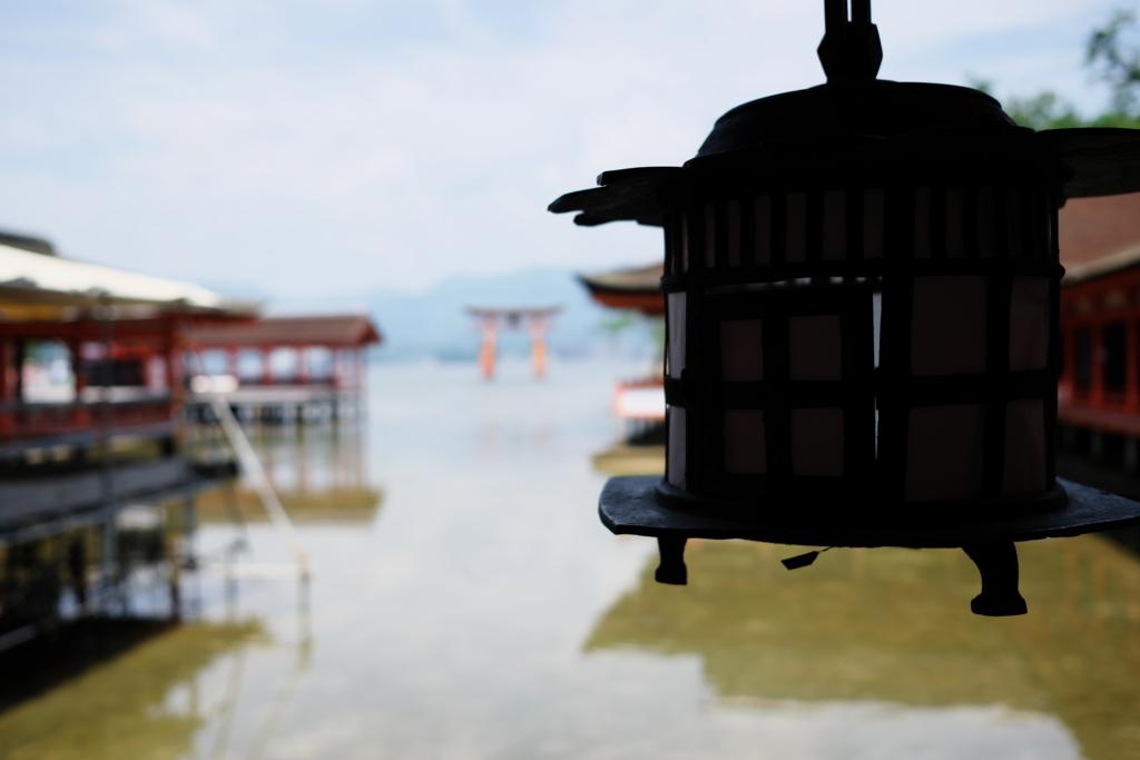 宮島にある厳島神社の境内から見た景色