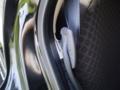 [マーチ]後部座席シートベルトを挿すところがあるのが格好良い