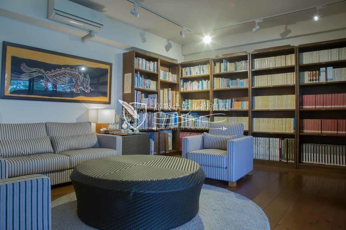 Hyakuna Garan:Library