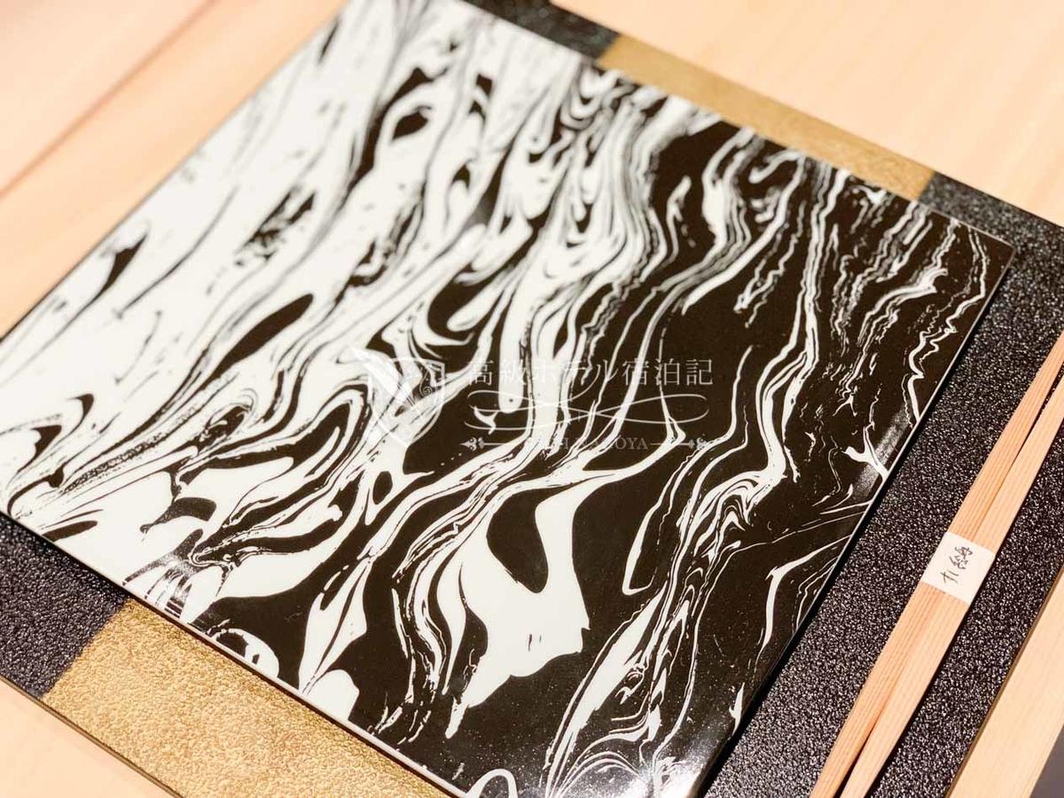 ハイアットプレイス東京ベイ:すし 絵馬:コシノジュンコさんデザインの膳台