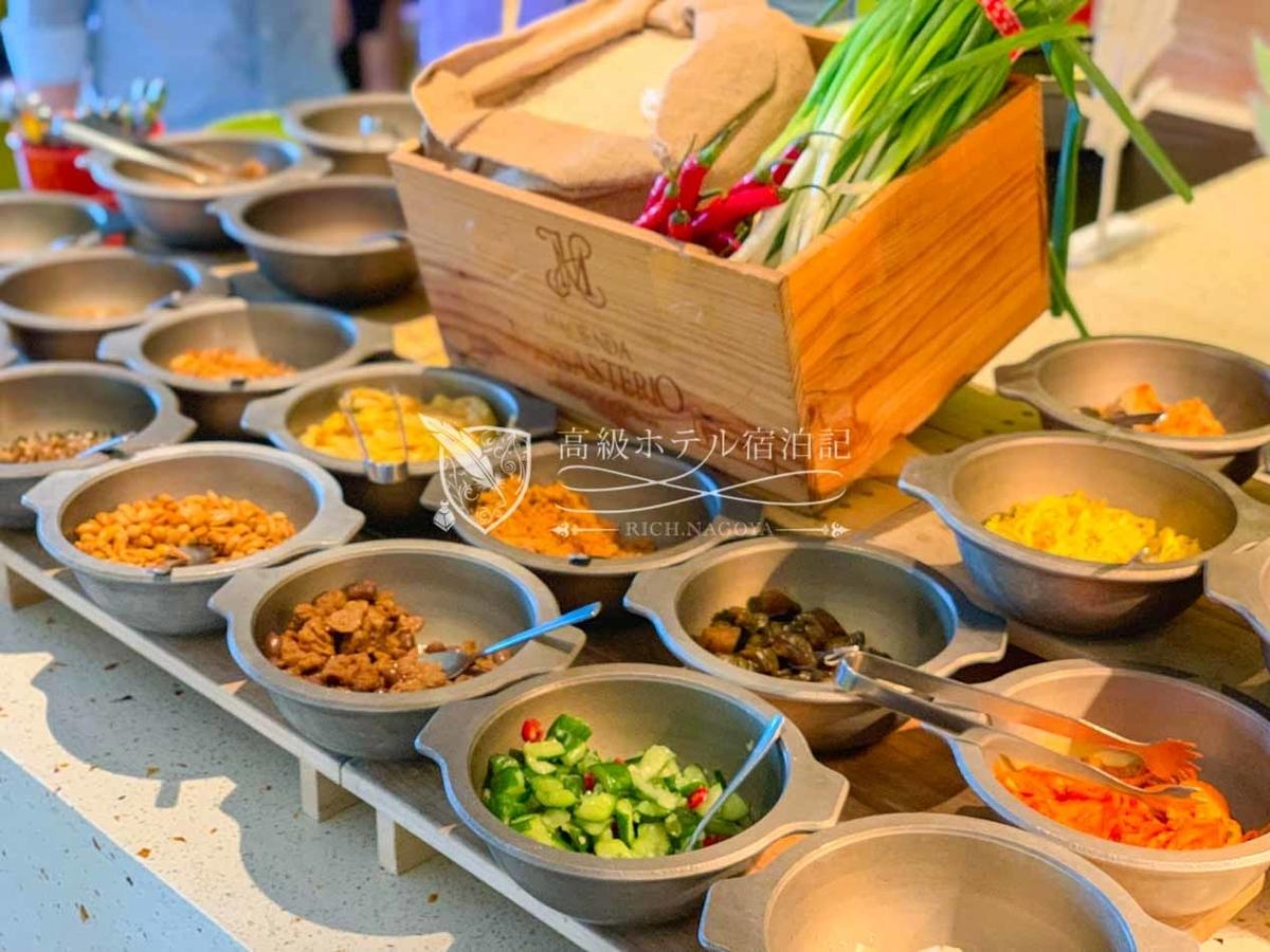 W台北:中華粥のトッピングは無限大!