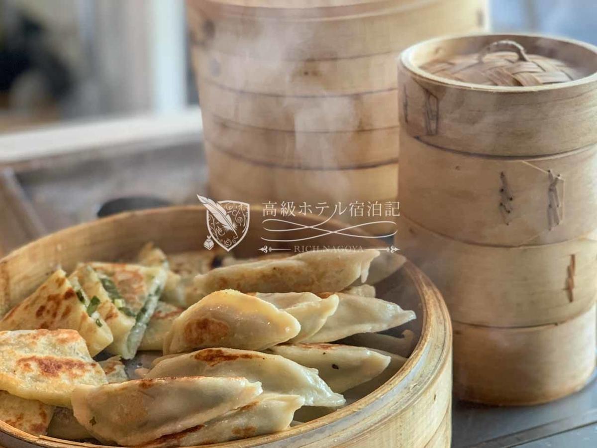 W台北:シェフがライブキッチンで調理した焼きたて蒸したての餃子シュウマイが食べ放題