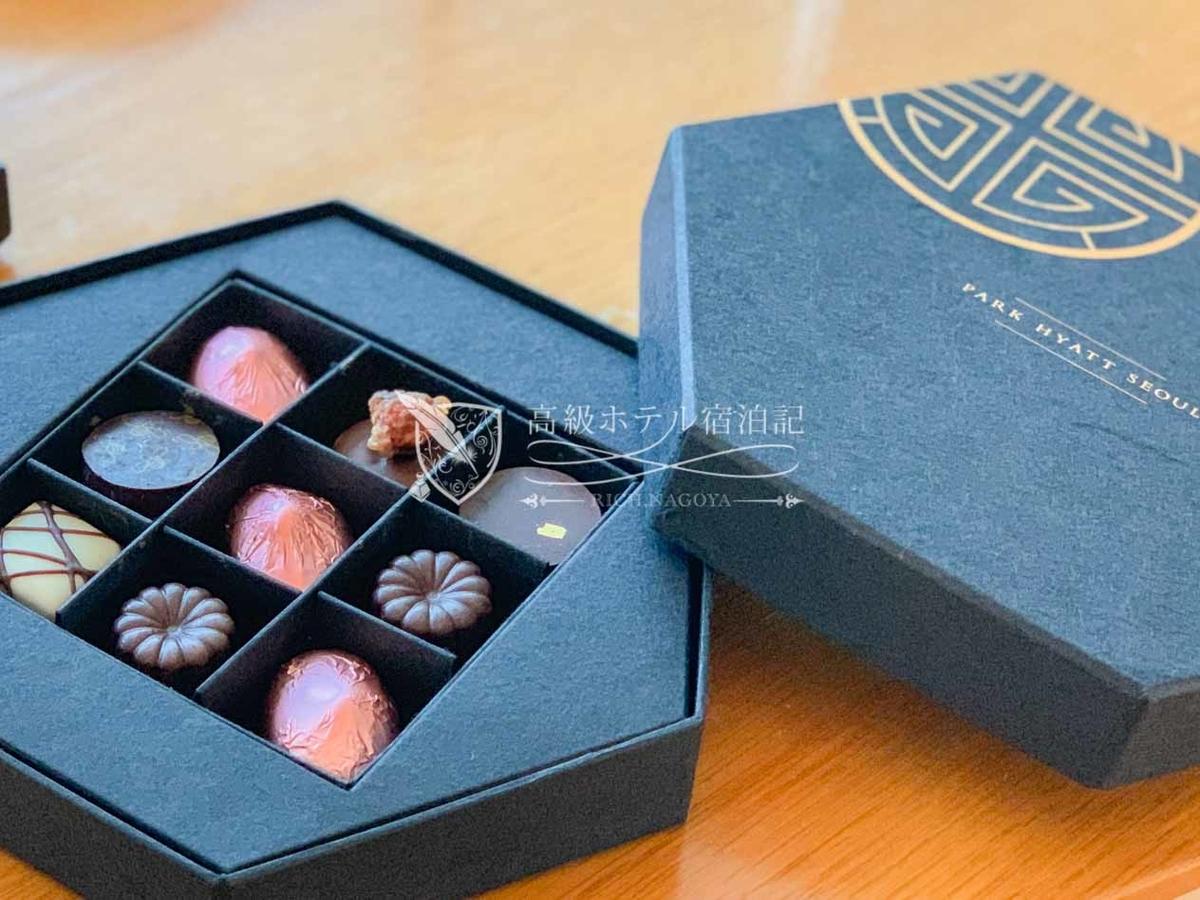 パークハイアットソウル:ウェルカムギフトのホテルのロゴが書かれた箱に入ったチョコレート。美味しかった!