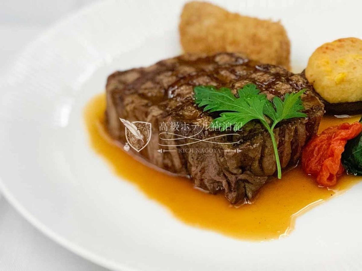 洋食メインディッシュ:黒毛和牛フィレ肉のグリル 軽いレフォールソース